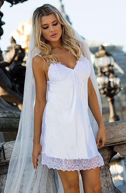 Image of   Hvid Karmen Doll