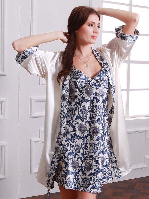 Image of   Hvid og blå porcelæn Kimono sæt