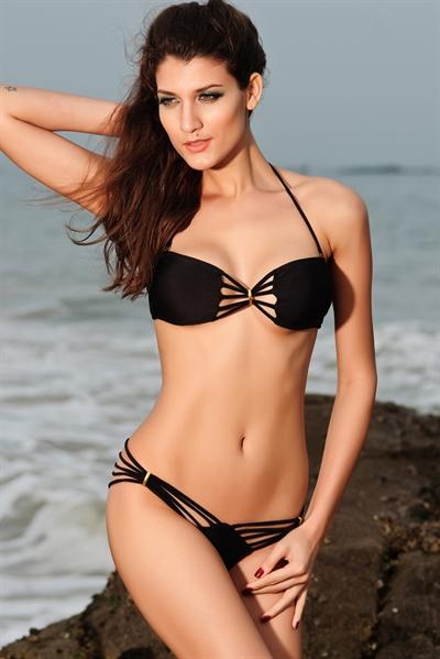 Image of   Bikini med gulddetaljer - sort